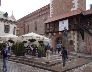 [Kraków] Remont Muru Obronnego, Barbakanu, ul. Pijarska 8 437605