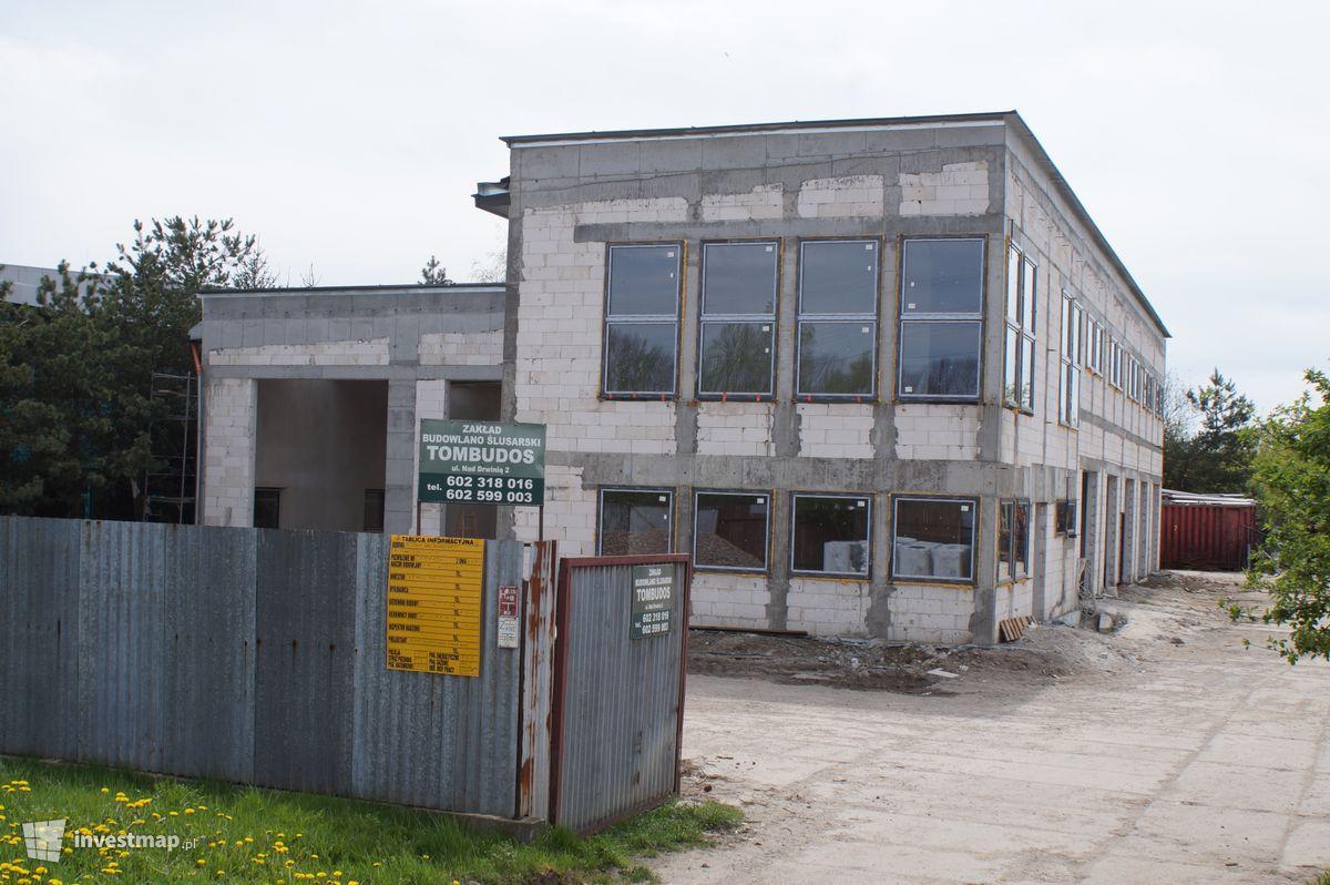 Zdjęcie Budynek Usługowy, ul. Nad Drwiną fot. Damian Daraż
