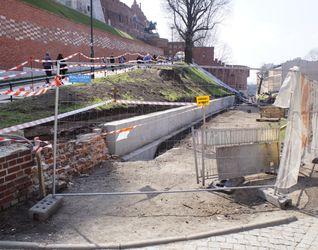 [Kraków] Mur Forteczny Wzgórza Wawelskiego - Remont 421002