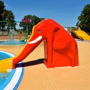 Kompleks rekreacyjny z basenami letnimi 485820