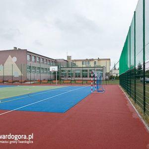 Boisko sportowe przy Szkole Podstawowej nr 1 w Twardogórze 466111