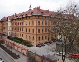 [Kraków] Ośrodek Pomocy Społecznej, ul. Helclów 377131