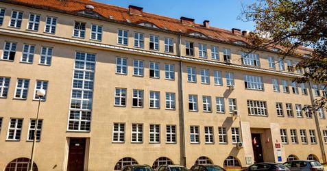 Filia Krajowej Szkoły Skarbowości (Urząd Skarbowy Wrocław-Krzyki) 392546