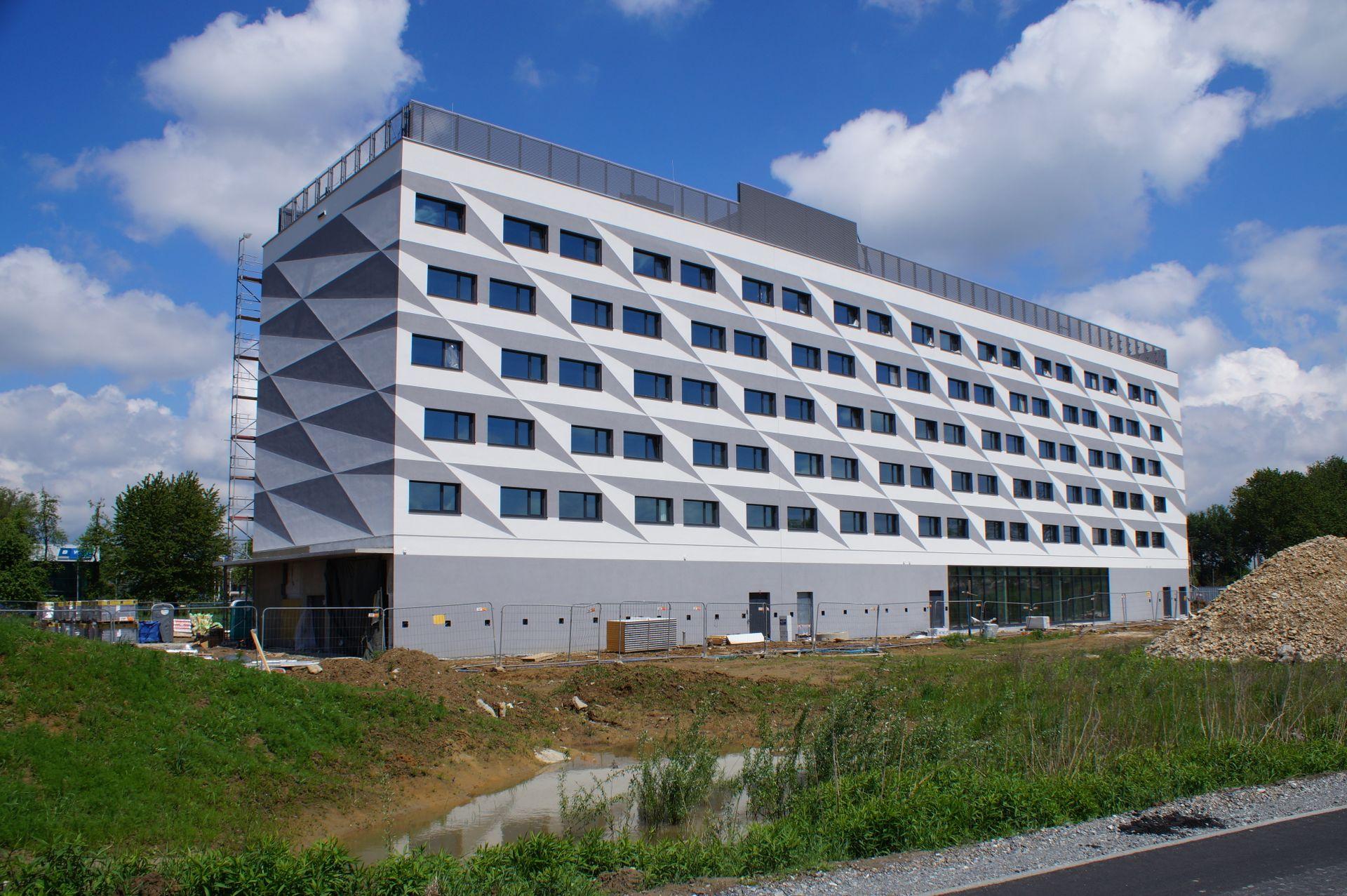 W Krakowie dobiega końca budowa hotelu Hampton by Hilton Kraków Airport [ZDJĘCIA + WIZUALIZACJE]