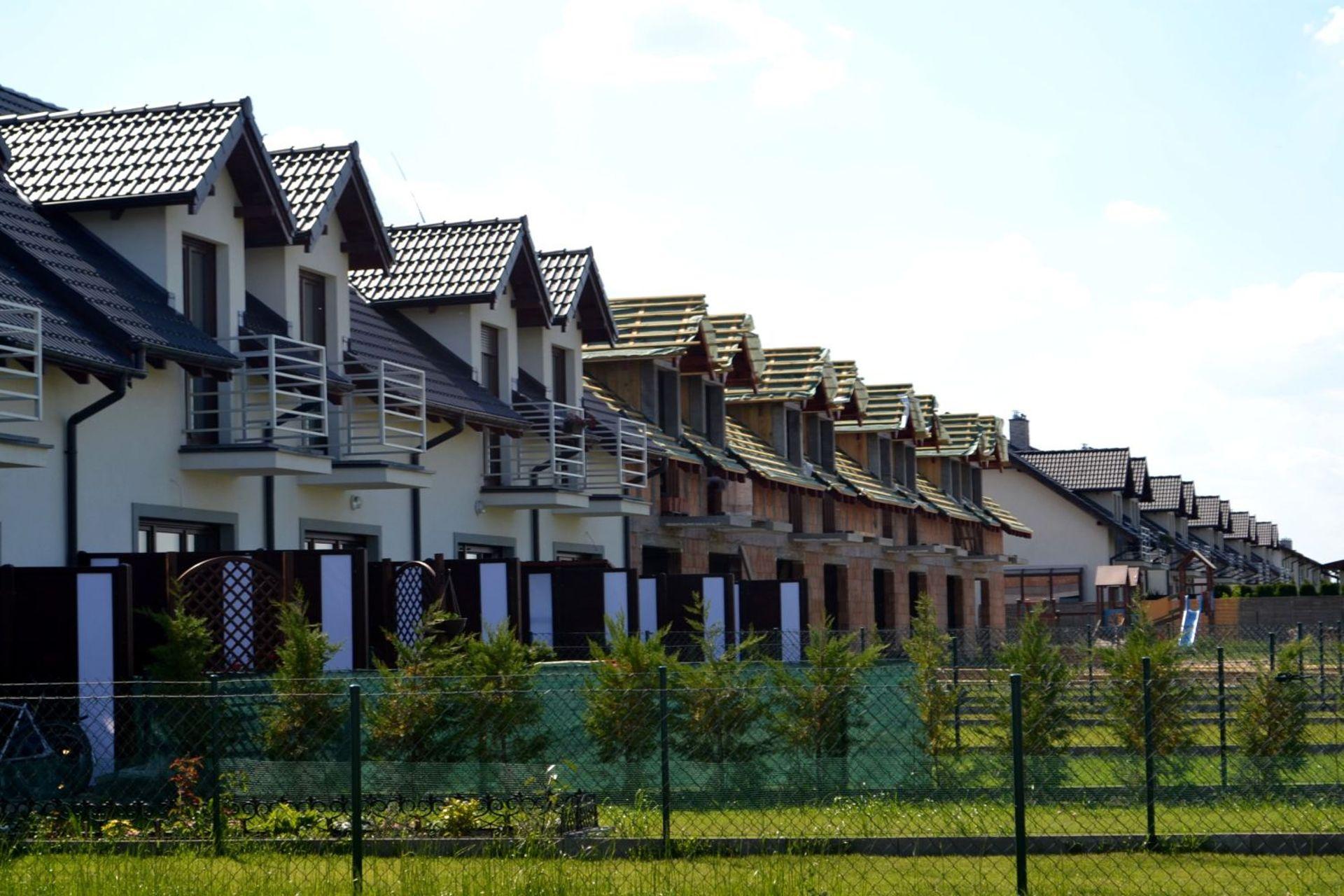 [wielkopolskie] Ostatnie domy na Osiedlu Słonecznym w Brodowie zbliżają się do finiszu