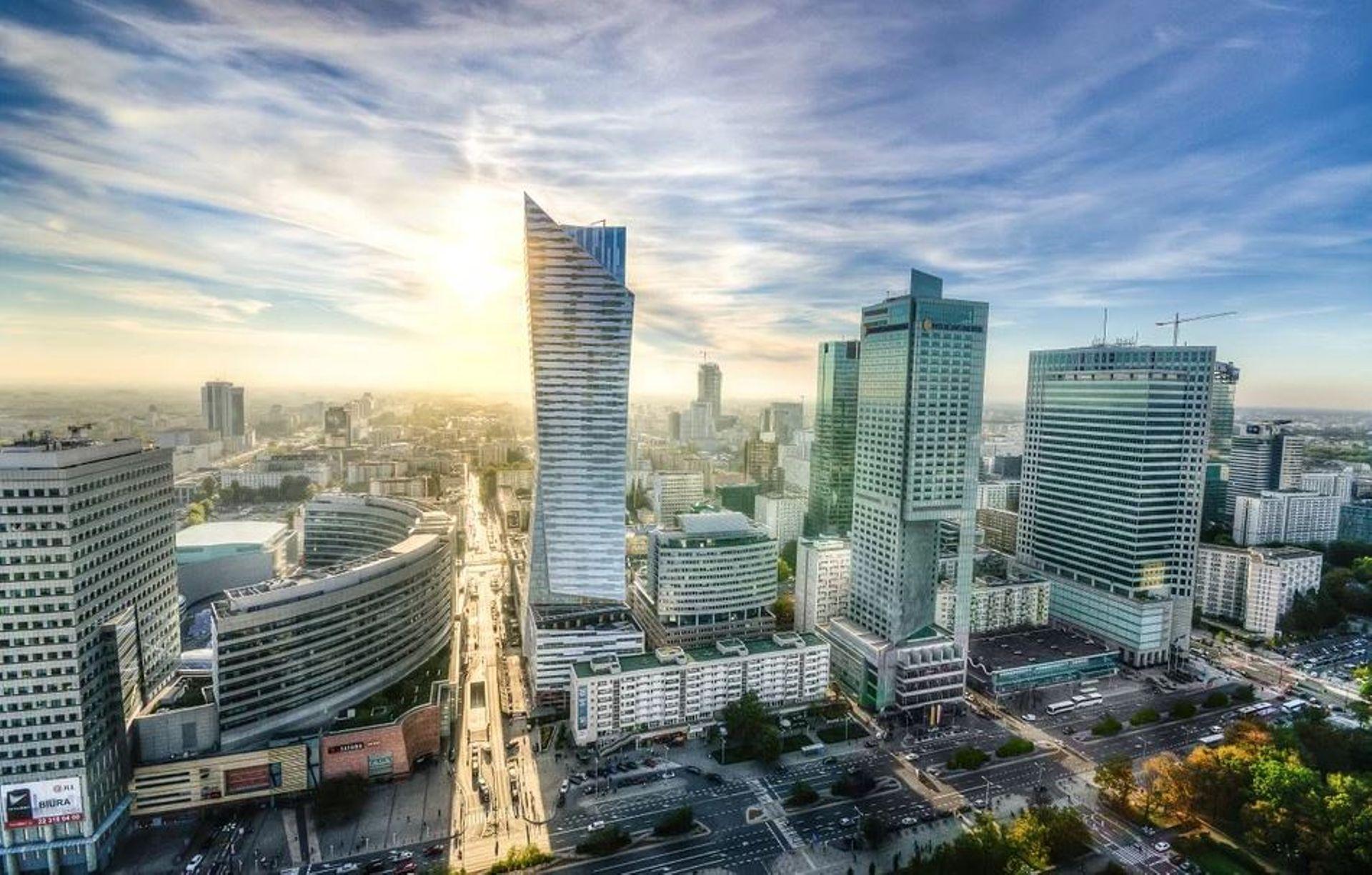 Rynek hotelarski w Warszawie łagodniej znosi pandemię COVID-19