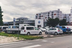 Wrocław: Dom Development może ruszać z budową mieszkań w miejsce salonu samochodowego