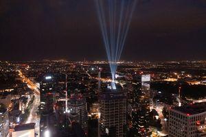 Ponad 155-metrowa wieża Skysawa w Warszawie osiągnęła docelową wysokość