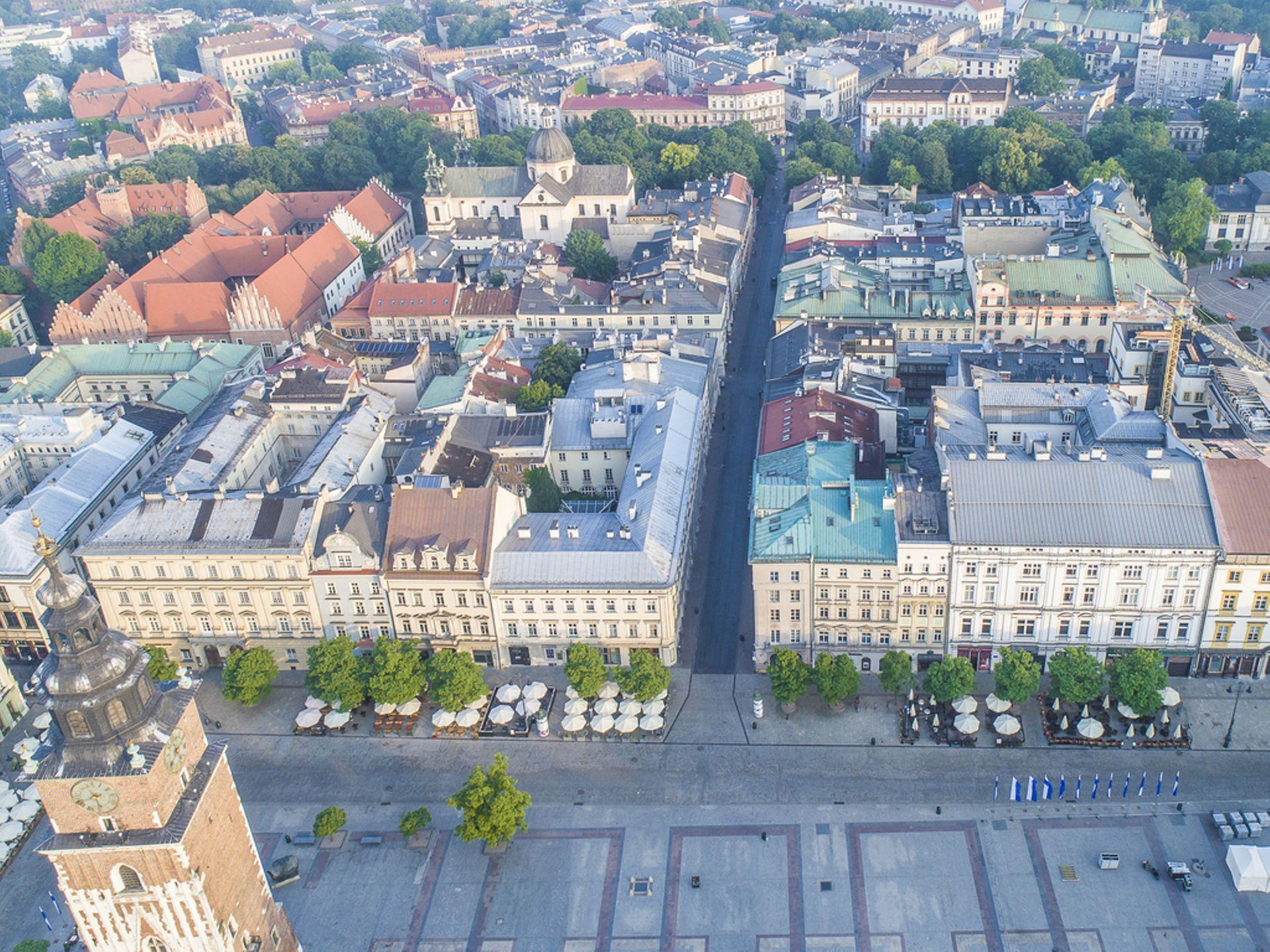 Kraków: Bank Pekao sprzedaje zabytkową kamienicę na Rynku. Oczekuje kilkudziesięciu milionów
