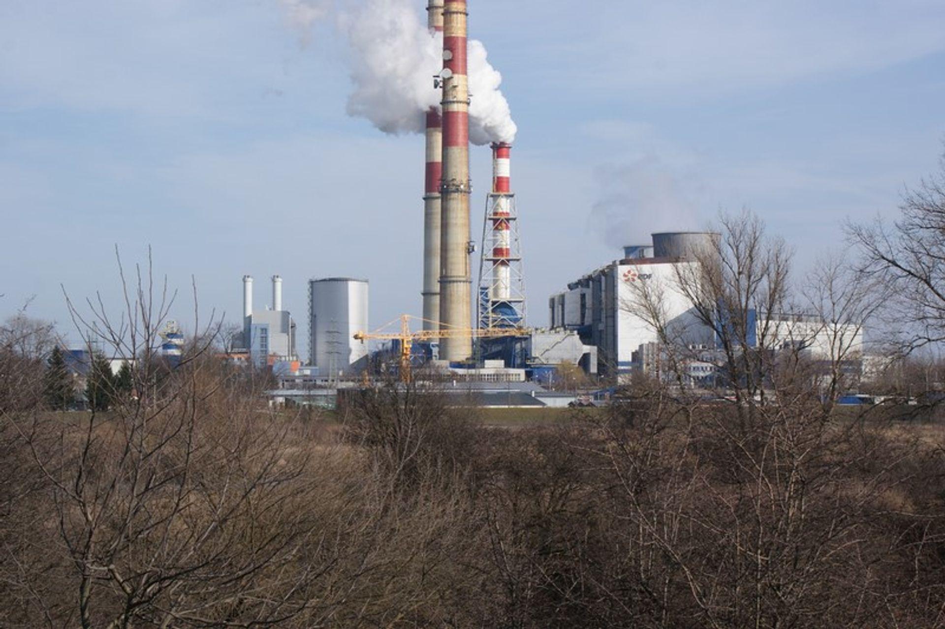 [Kraków] Elektrociepłownia burzy 220 metrowy komin