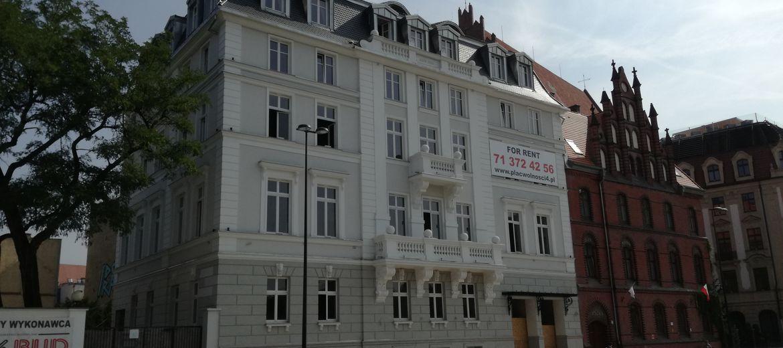 Hotele, biurowce i mieszkania.