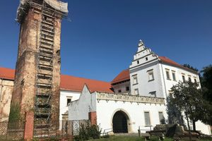 Zamek w Prochowicach powoli odzyskuje dawny blask. Ruszył remont wieży [ZDJĘCIA]