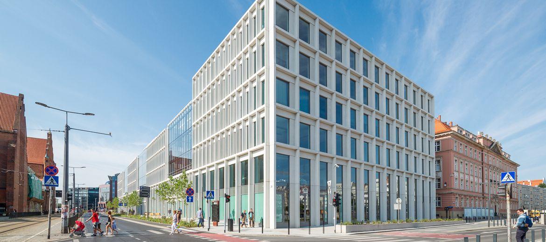 Skanska sprzedaje trzy budynki
