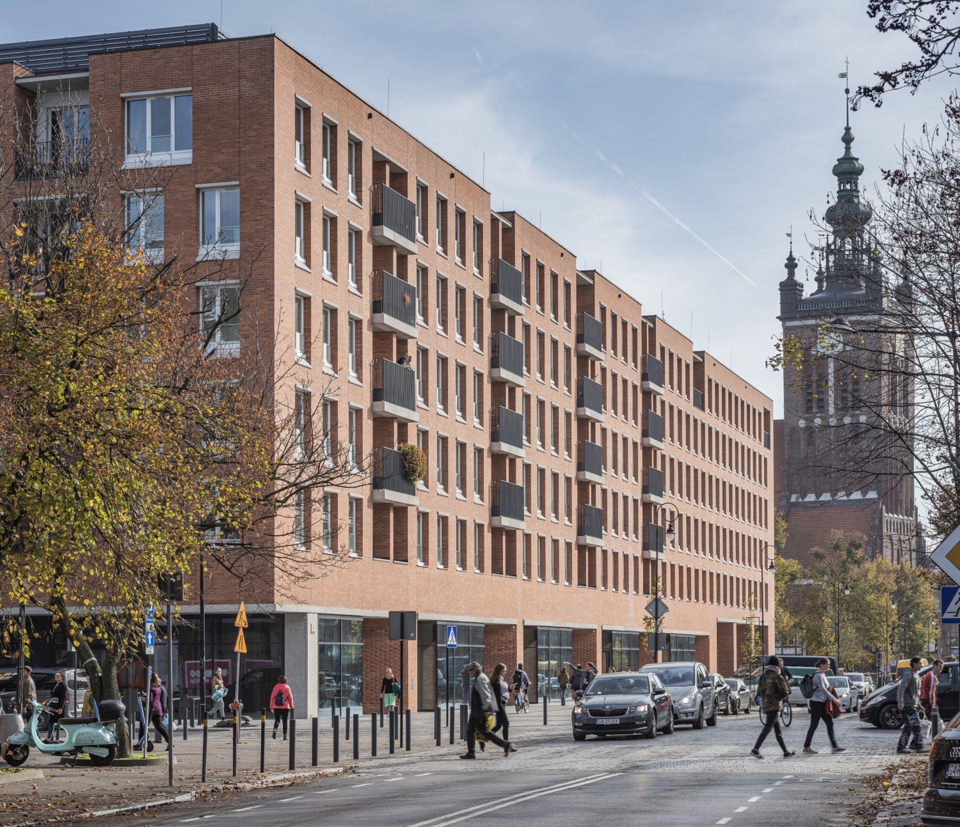 [Gdańsk] Subtelne nawiązania do historycznej architektury Gdańska dominują w Rajskiej 8