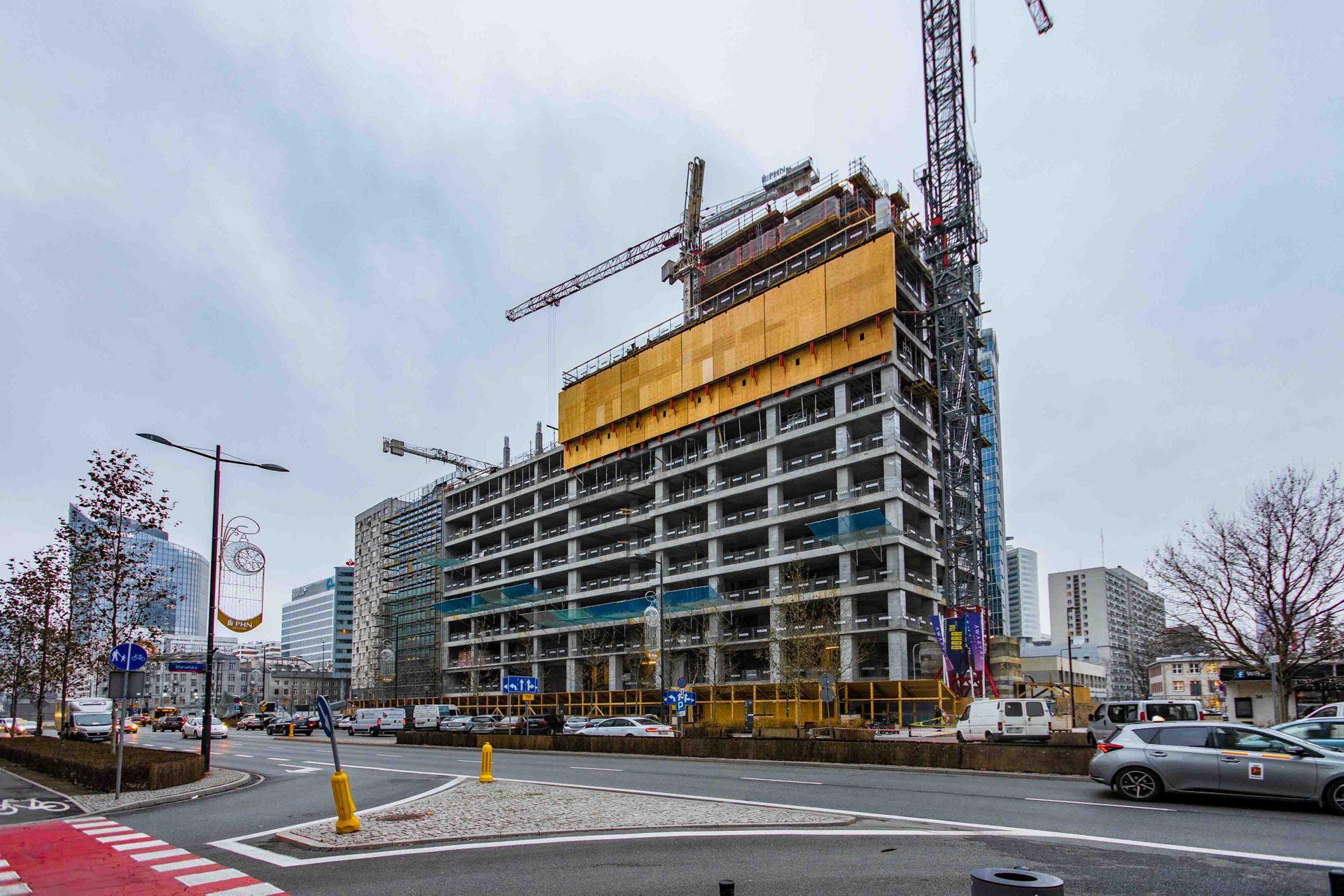 W Warszawie trwa budowa 155 metrowego biurowca w kompleksie Skysawa [FILM + ZDJĘCIA]