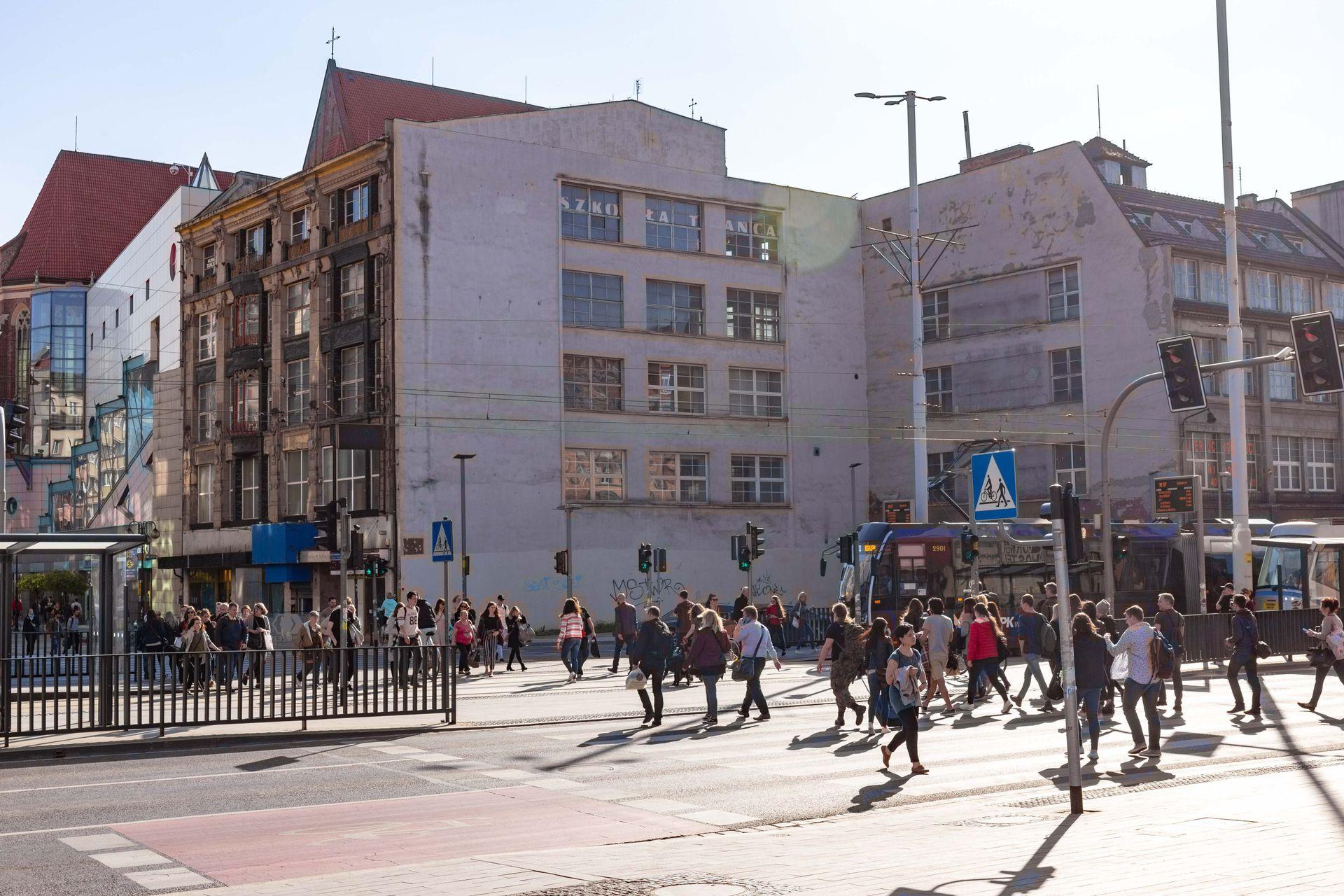Wrocław: Działka przy Przejściu Świdnickim doczeka się zabudowy, a zabytkowy dom handlowy wypięknieje? Przechodzą z rąk do rąk