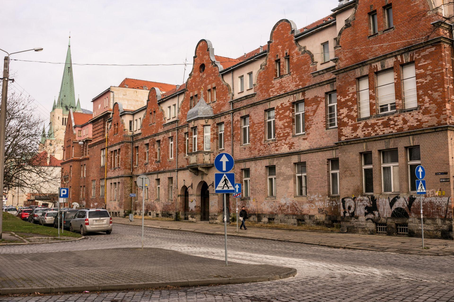 Wrocław: W dawnym szpitalu przy alei Wiśniowej powstaną mieszkania i obiekty usługowe