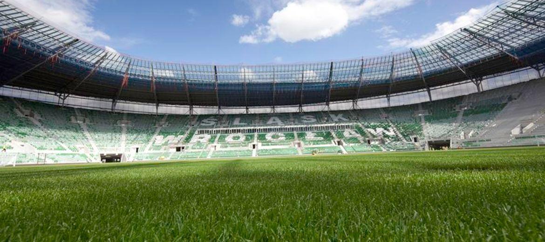 Cyrk na budowie stadionu.
