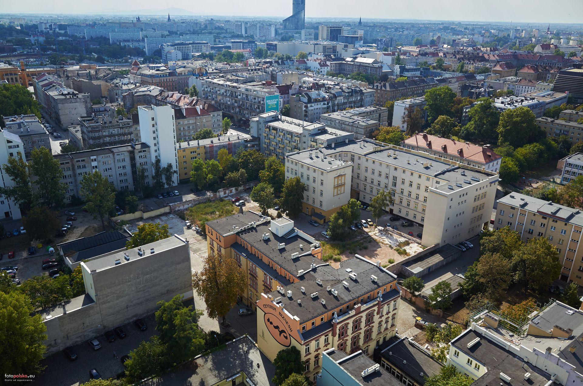 Wrocław: Na podwórku przy Podwalu stanie blok. Istniała tam hala sportowa Burzy