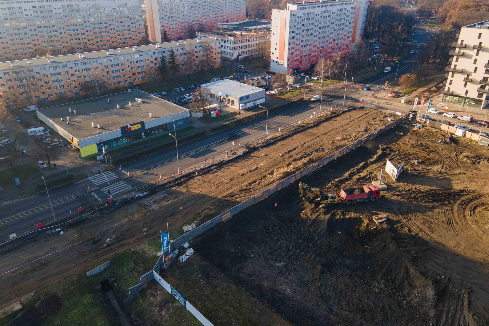 Trwa budowa nowej trasy tramwajowej przez Popowice [FILM + ZDJĘCIA]