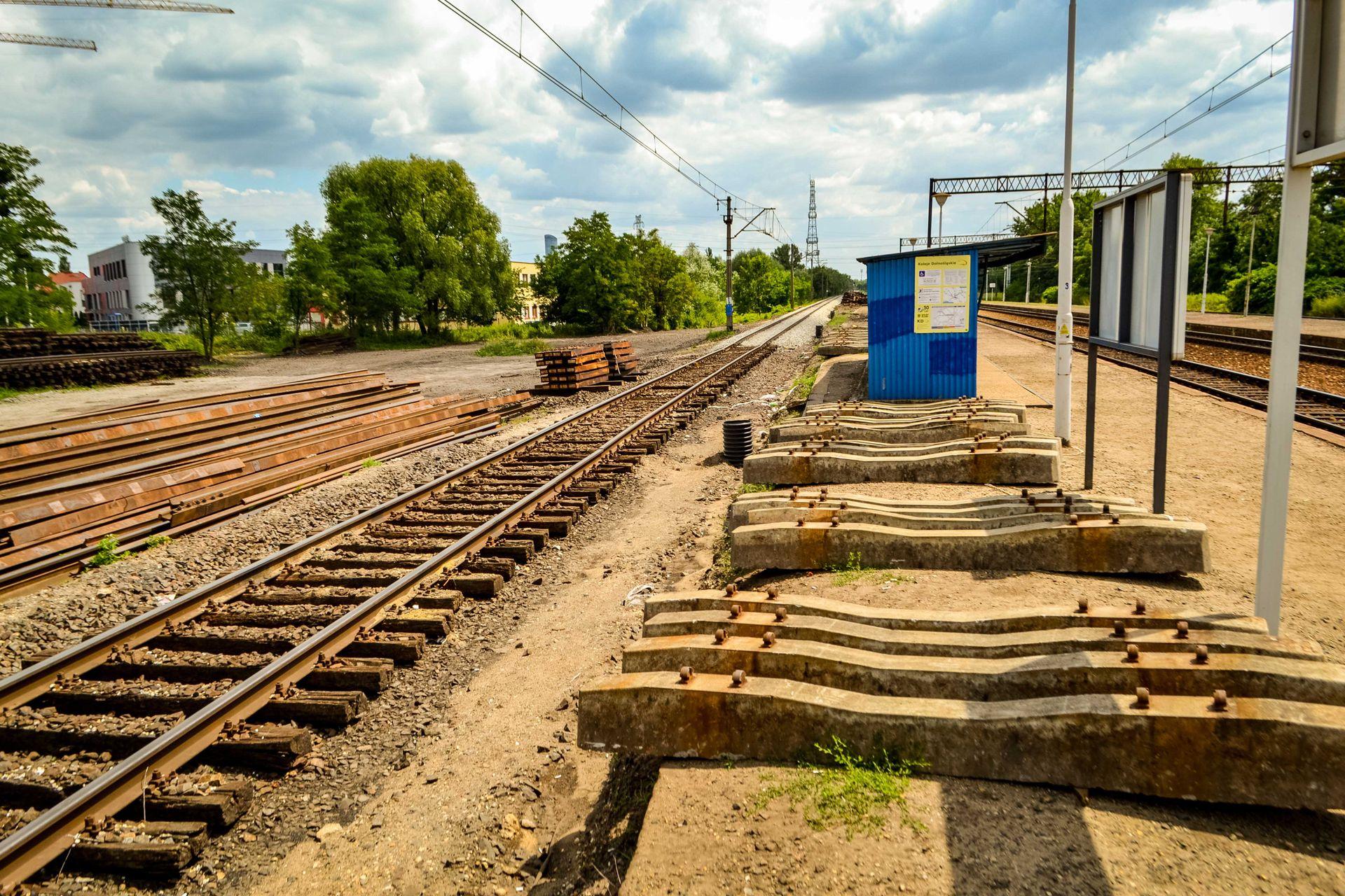 Mieszkańcy Iwin doczekają się przystanku kolejowego z Park&Ride. PKP PLK ogłaszają przetarg