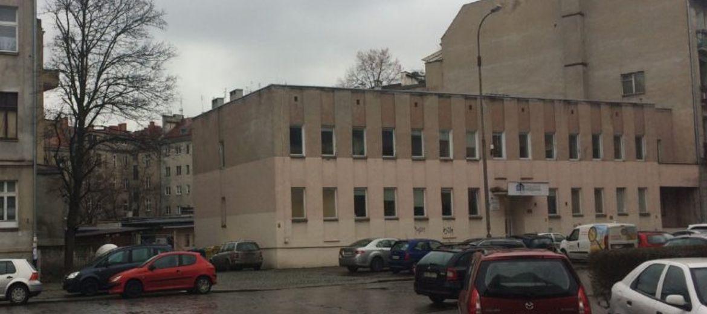 Wrocławskie Mieszkania sprzedają siedzibę.