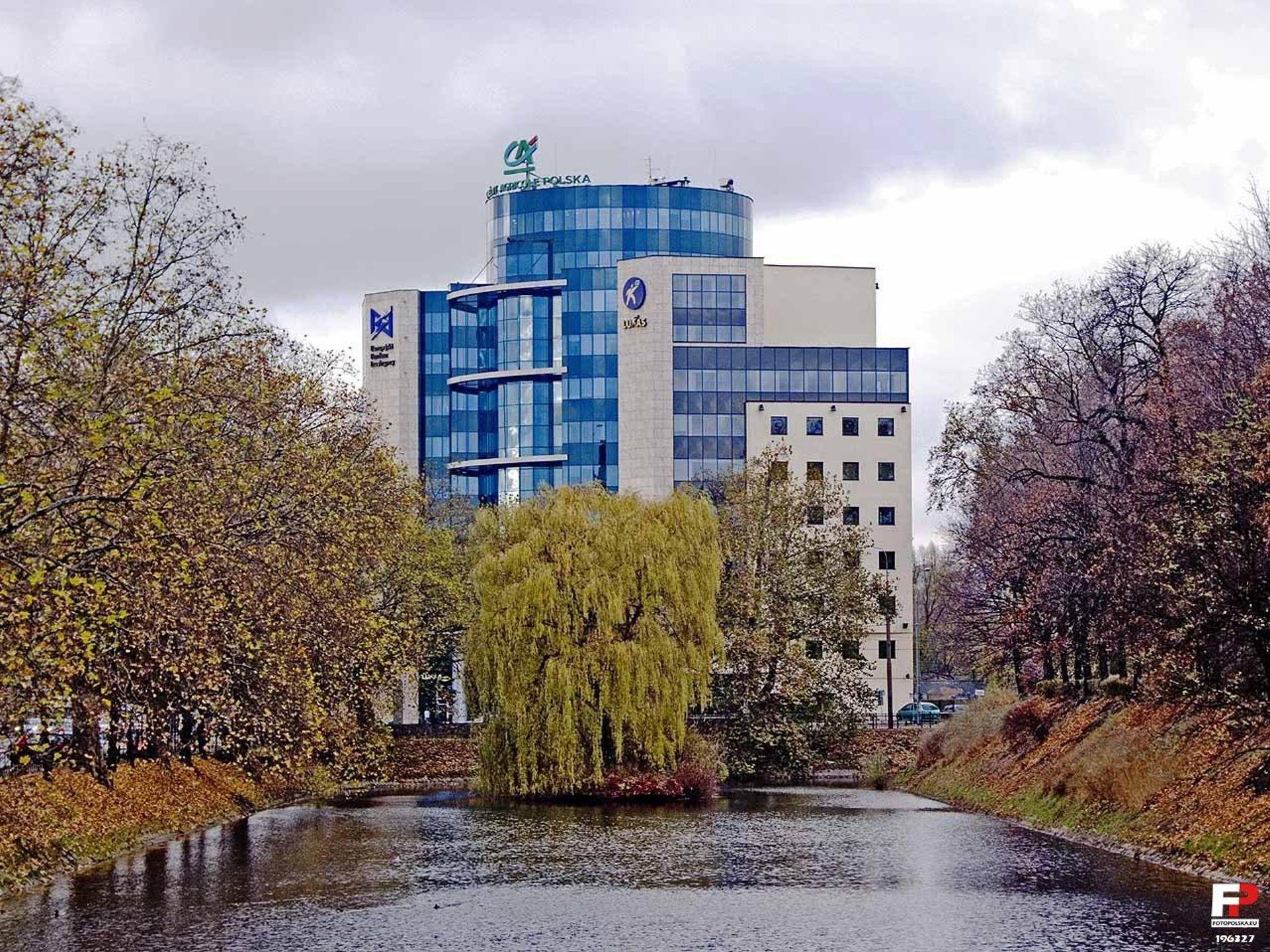 Wrocław: Credit Agricole sprzedaje główną siedzibę. To już drugi z banków w ostatnim czasie