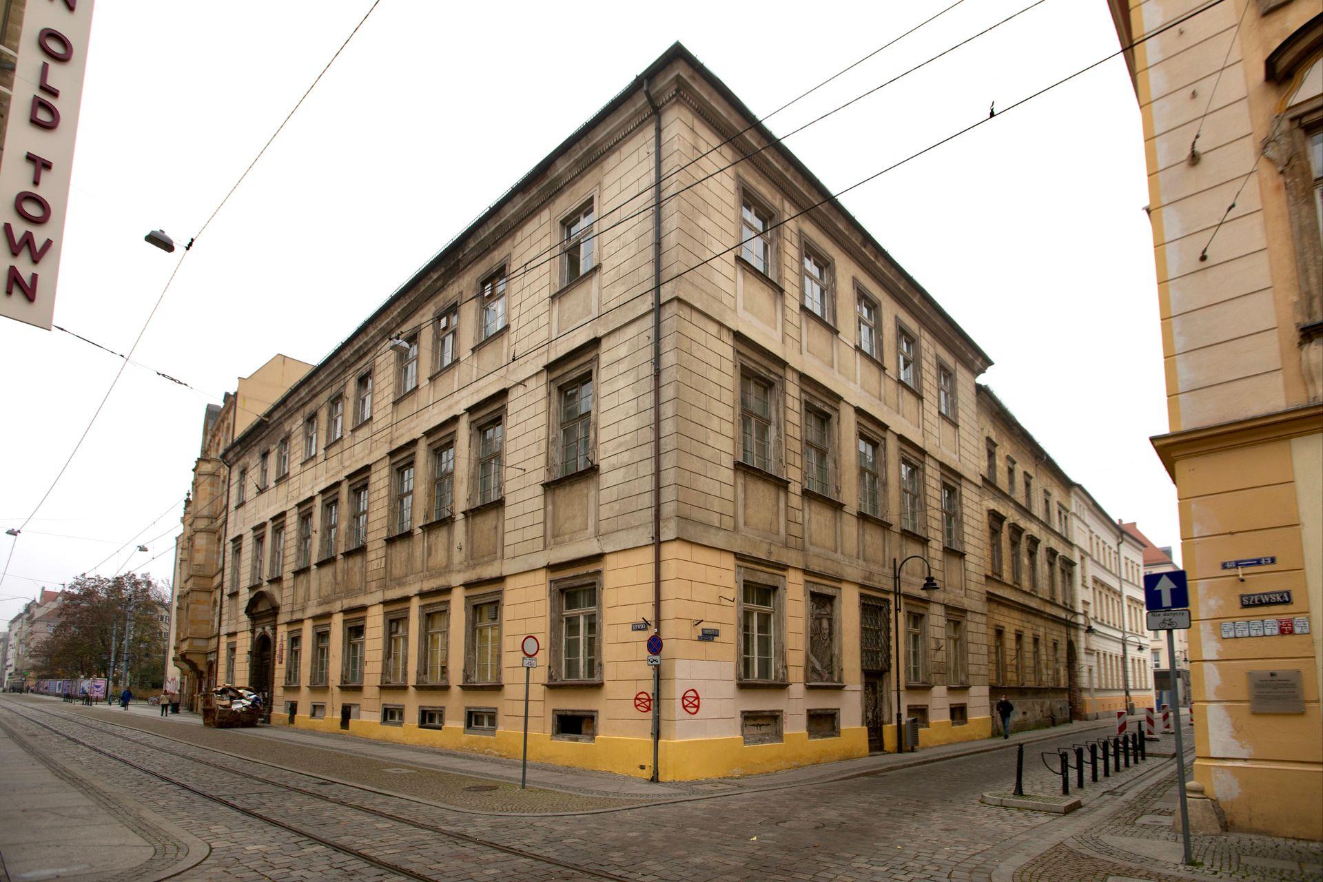 Ruszył remont i przebudowa zabytkowego pałacu przy ulicy Szewskiej 49 we Wrocławiu [WIZUALIZACJE + ZDJĘCIA]
