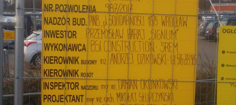 Tablica budowy supermarketu Bricomarché na Maślicach