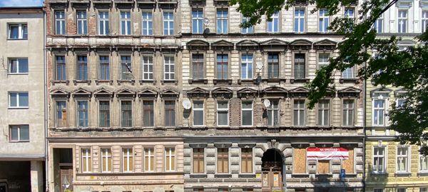 Wrocław: Miasto wystawia na sprzedaż kolejne zabytkowe, przedwojenne kamienice [ZDJĘCIA]