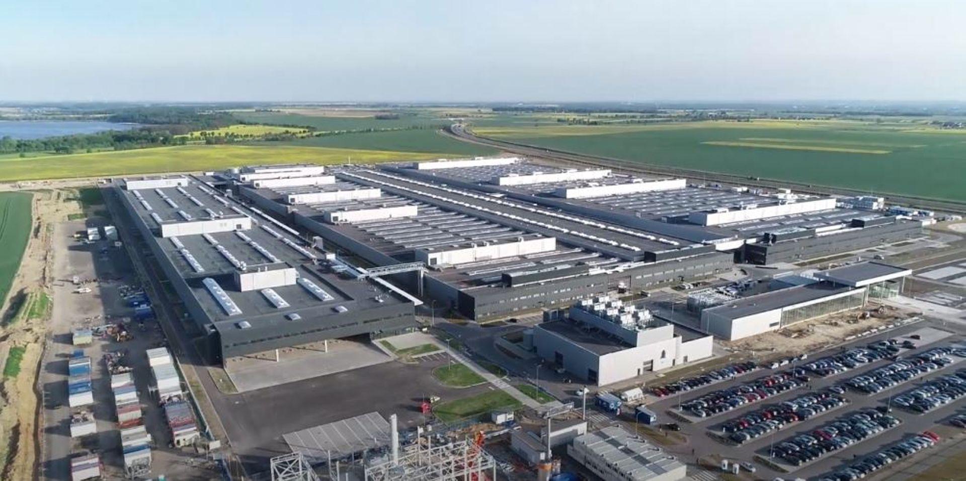 Jawor: Wkrótce ruszy produkcja w fabryce baterii elektrycznych Mercedes-Benz