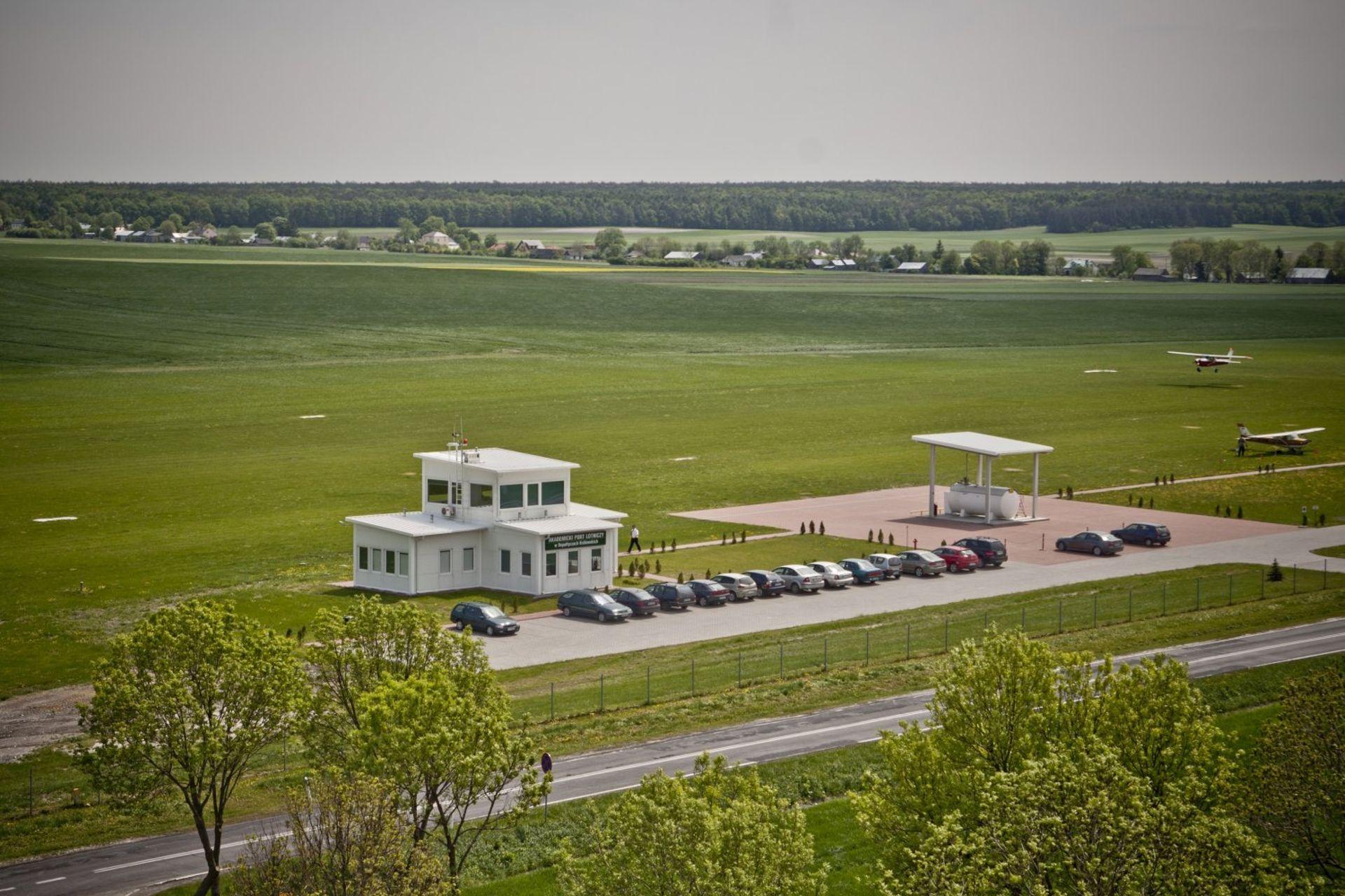[lubelskie] Budowa pasa na lotnisku Państwowej Wyższej Szkoły Zawodowej w Chełmie nie zwalnia tempa
