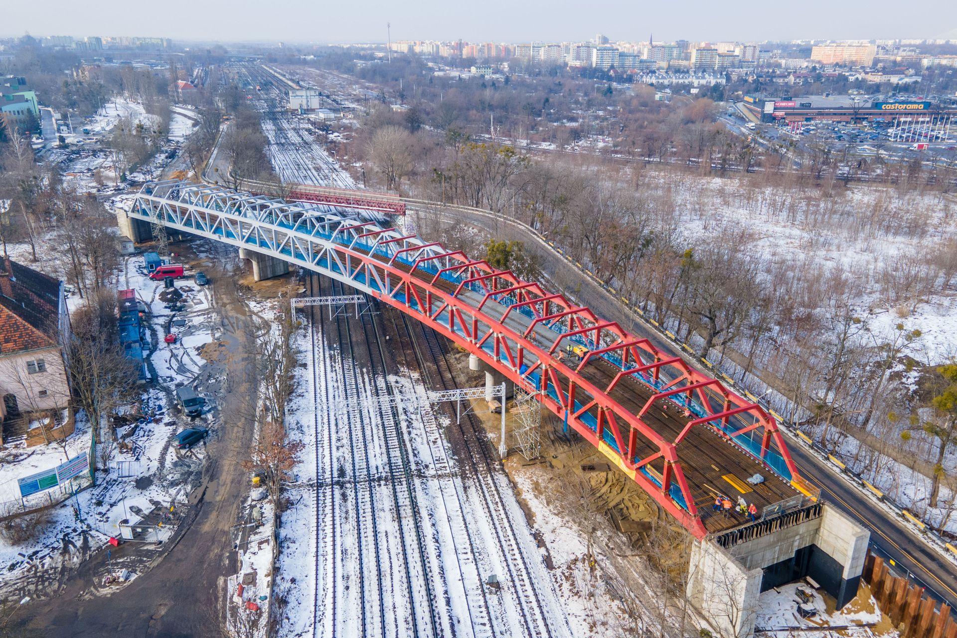 We Wrocławiu trwa budowa trasy autobusowo-tramwajowej na Nowy Dwór [FILMY + ZDJĘCIA]