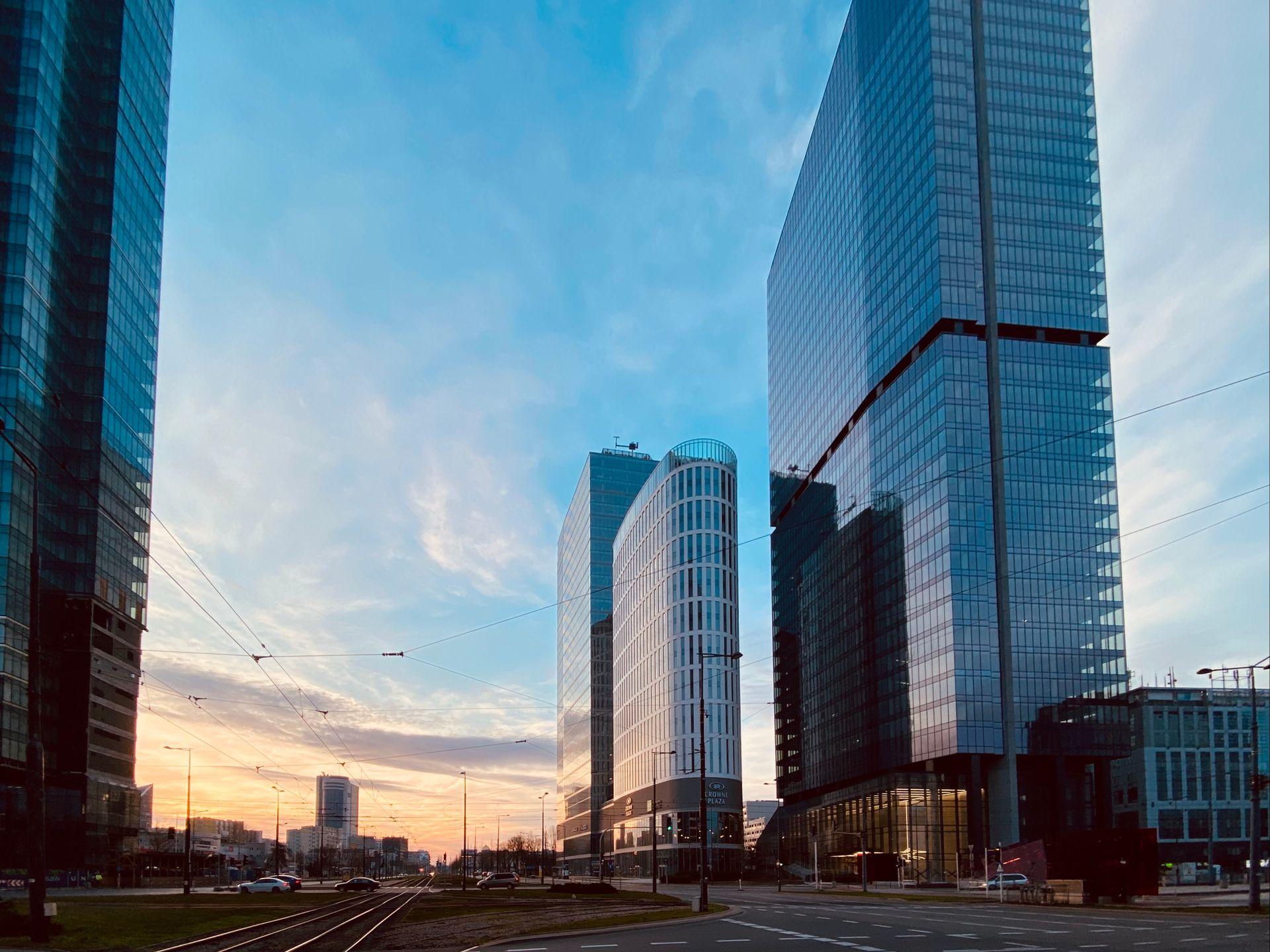 Znany globalny bank Standard Chartered zwiększy zatrudnienie w Warszawie