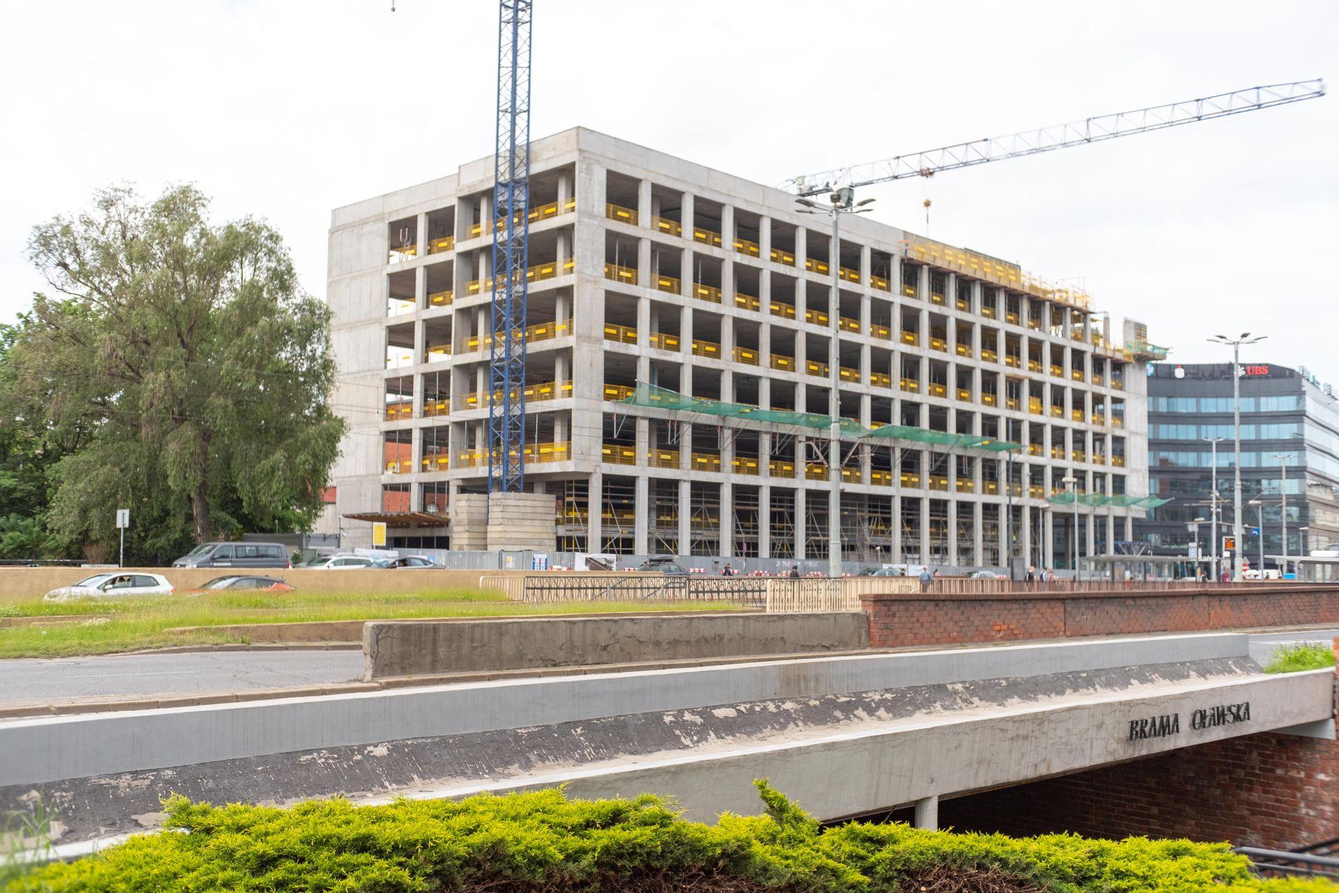 W centrum Wrocławia trwa budowa biurowca Brama Oławska [FILM + ZDJĘCIA + WIZUALIZACJE]
