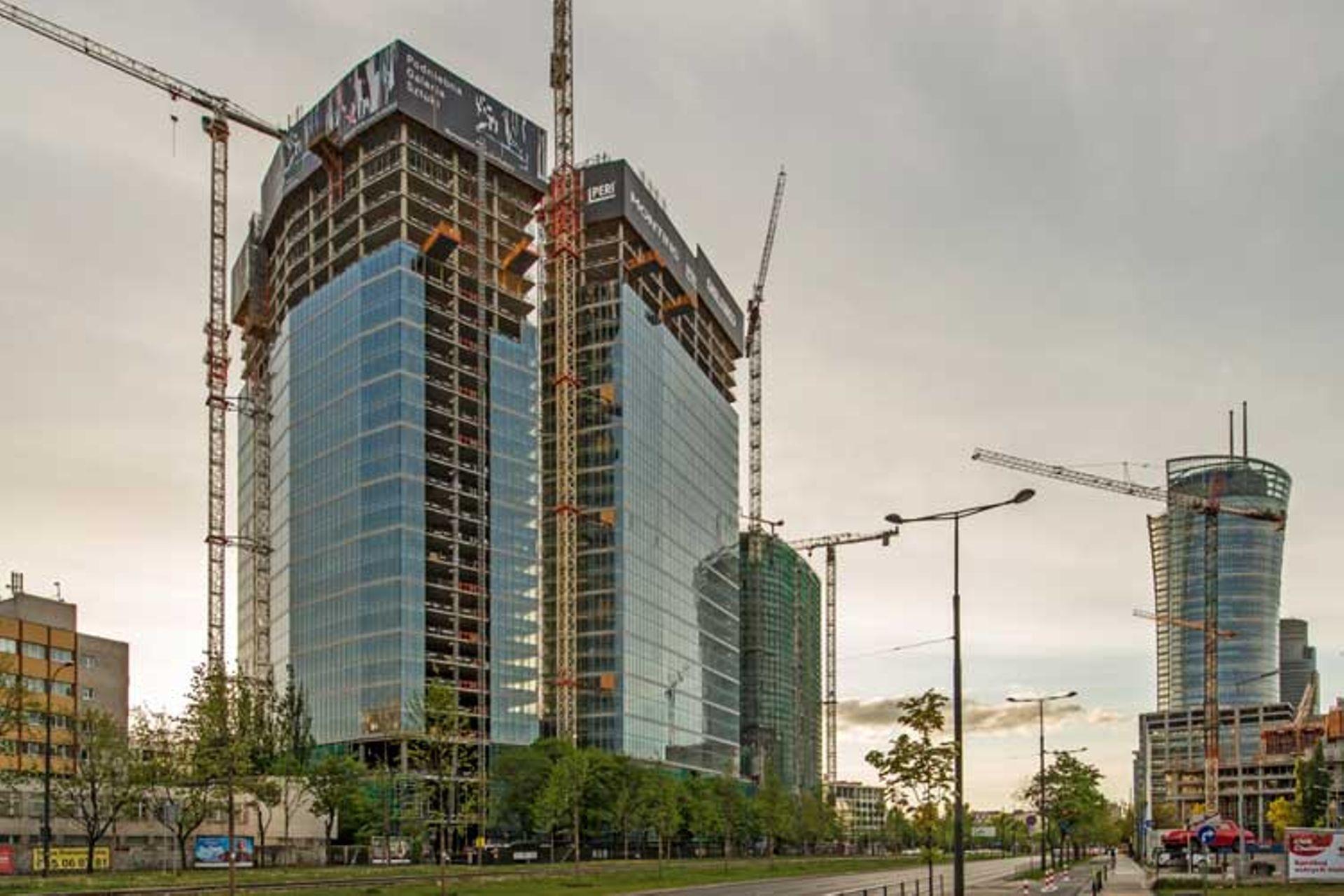 [Warszawa] Na drugiej wieży The Warsaw HUB zawisła wiecha
