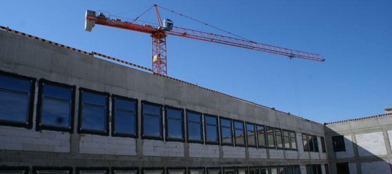 Na budynku Nowego Szpitala