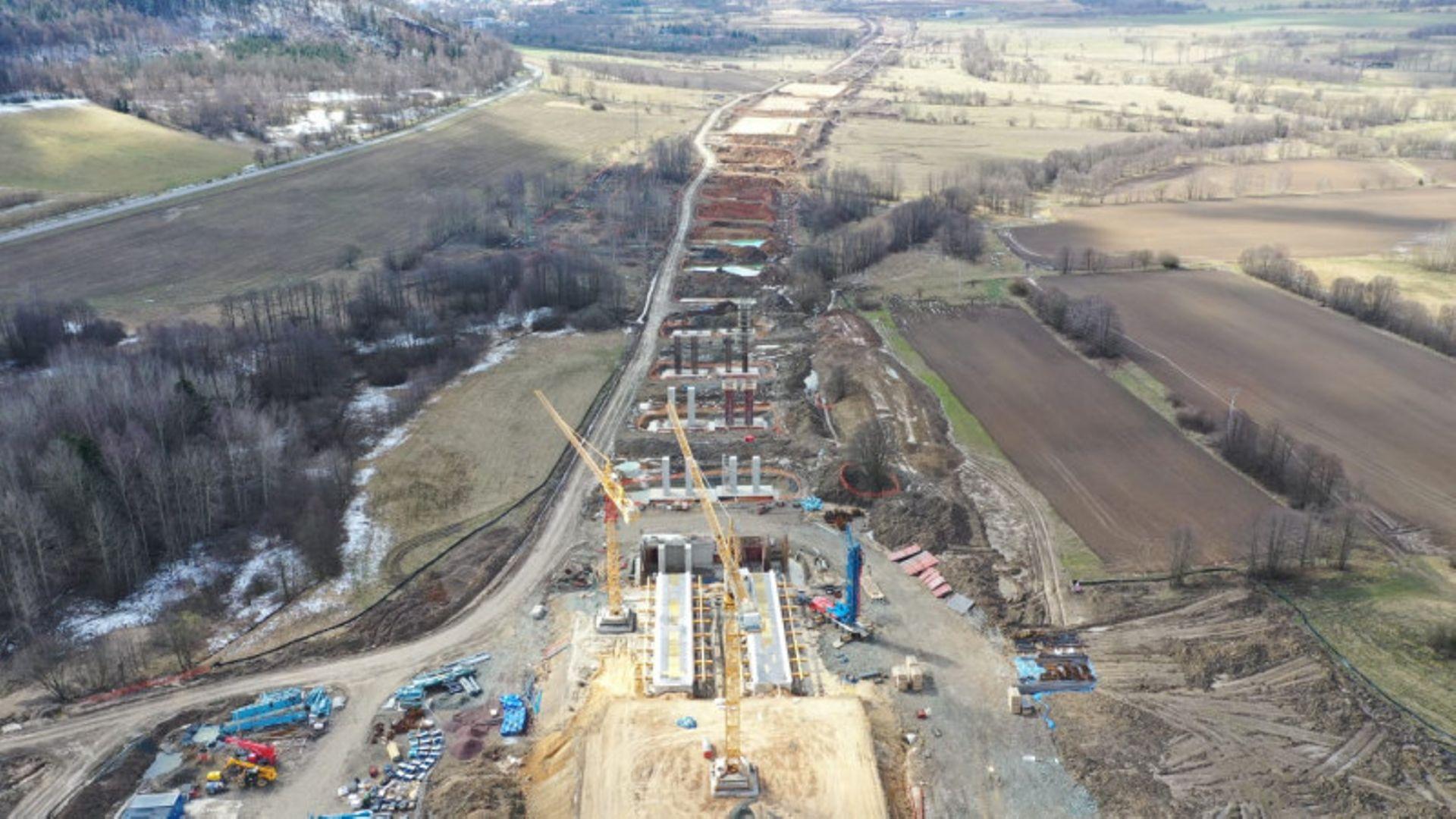 Prace na budowie drogi ekspresowej S3 pomiędzy Kamienną Górą a Lubawką nabierają rozpędu