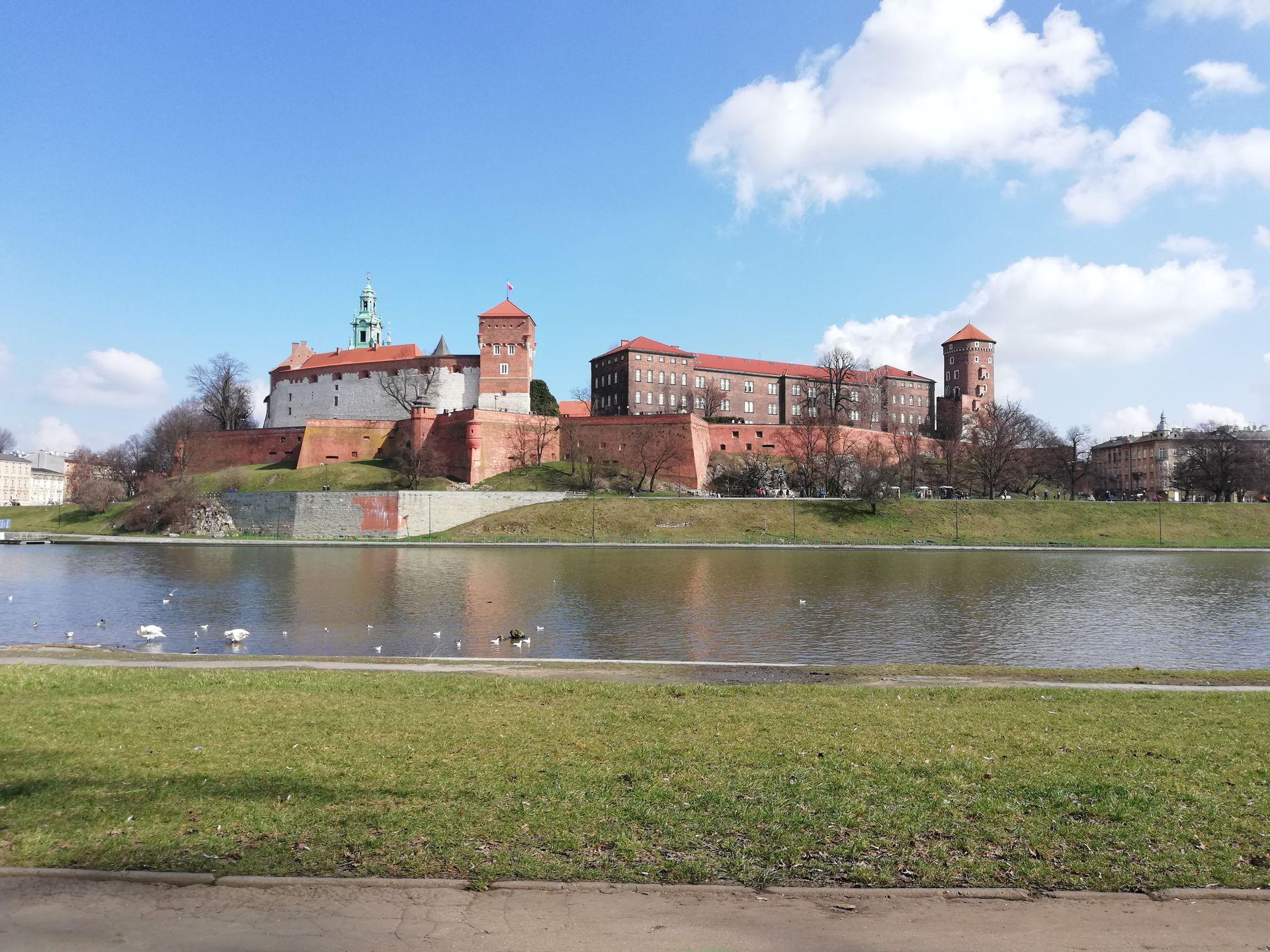 Kraków: Remont na Wawelu – trwa renowacja królewskich sarkofagów