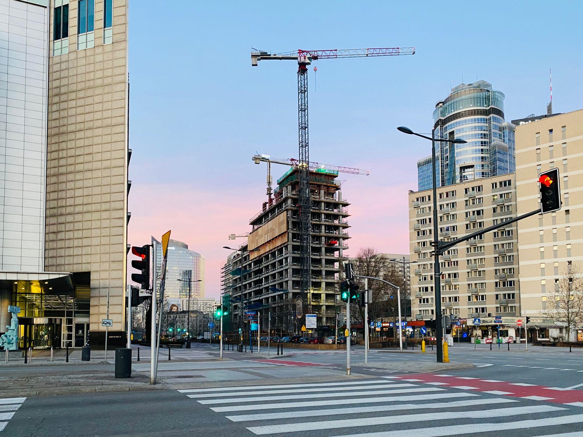 Warszawa: Trwa budowa 155 metrowego wieżowca Skysawa [FILM + ZDJĘCIA]