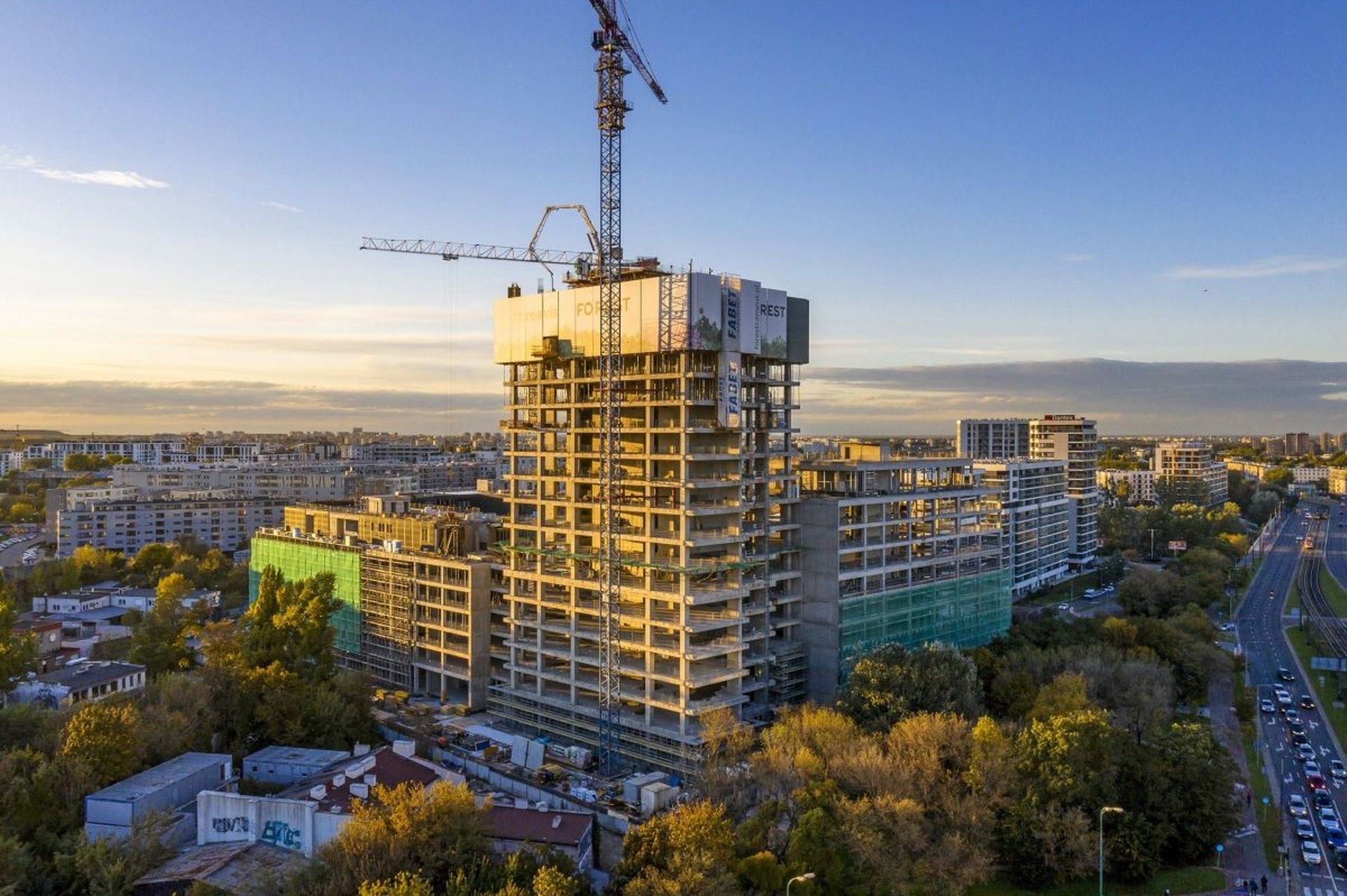 W Warszawie trwa budowa kompleksu biurowego Forest. Najwyższy budynek ma już ponad 70 metrów