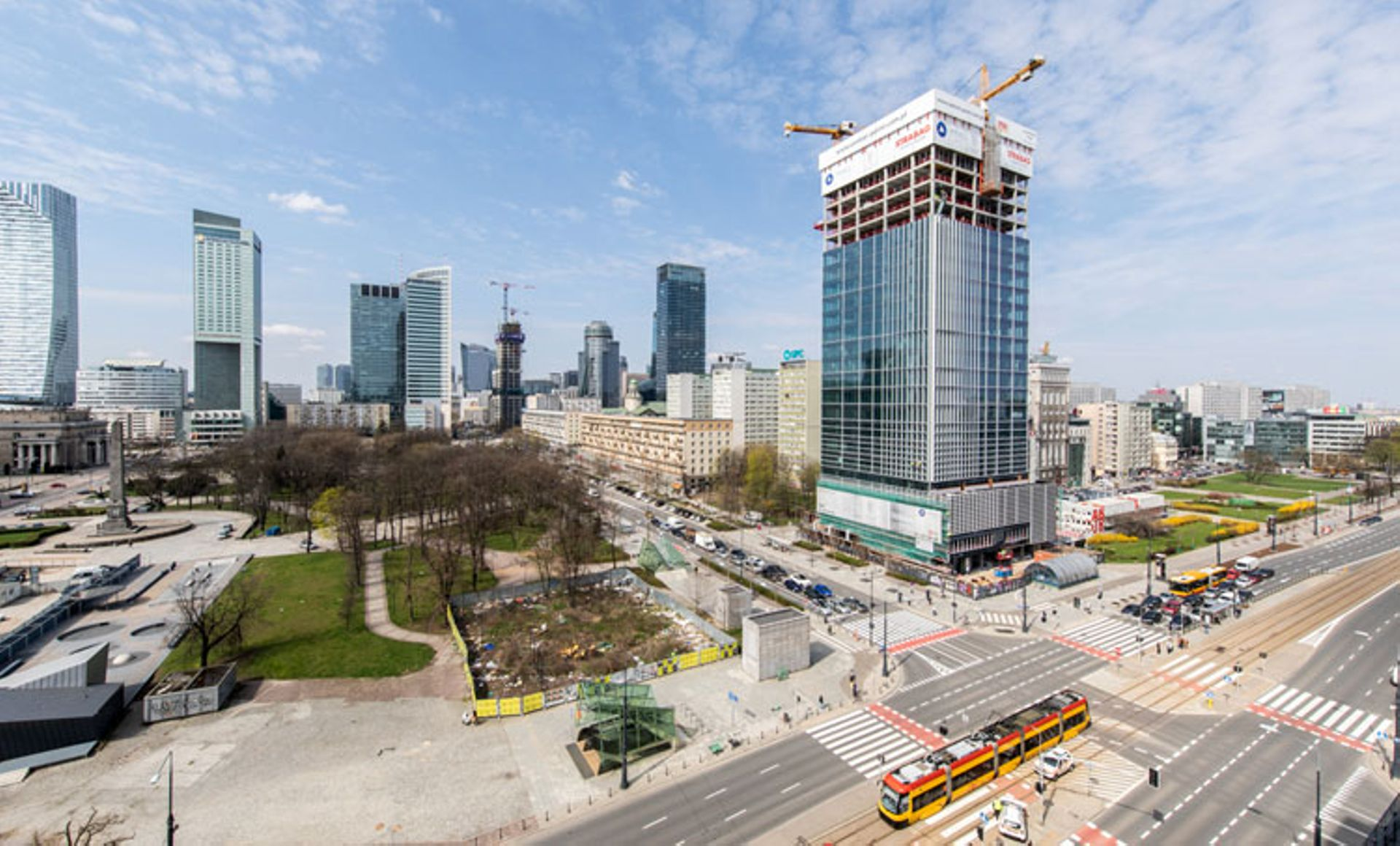 Wieżowiec Central Point w Warszawie osiągnął docelową wysokość [FILM]