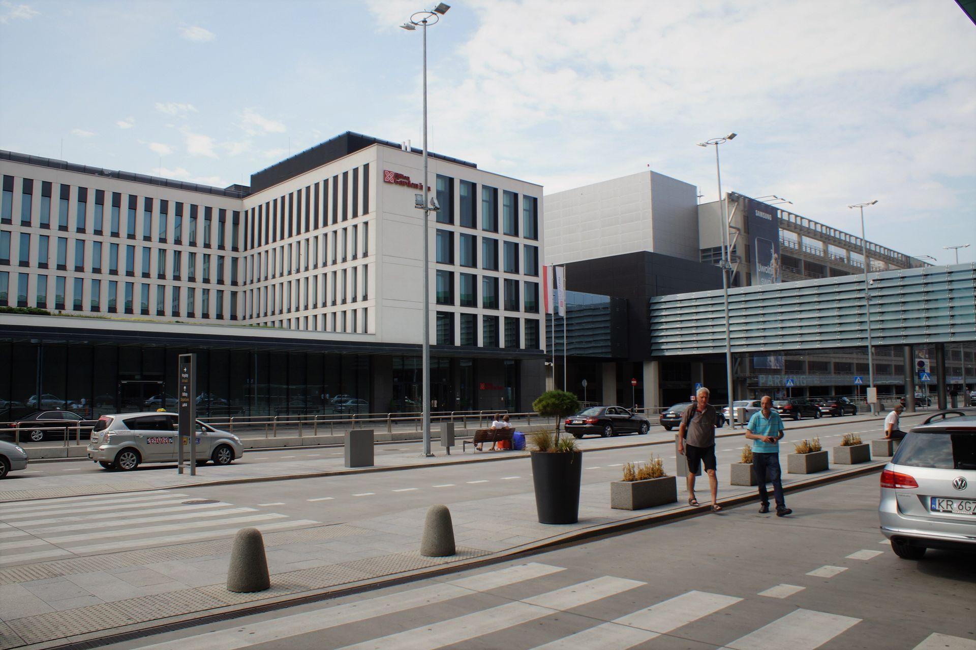 [Kraków] Nowa kładka oraz drugi hotel w Kraków Airport