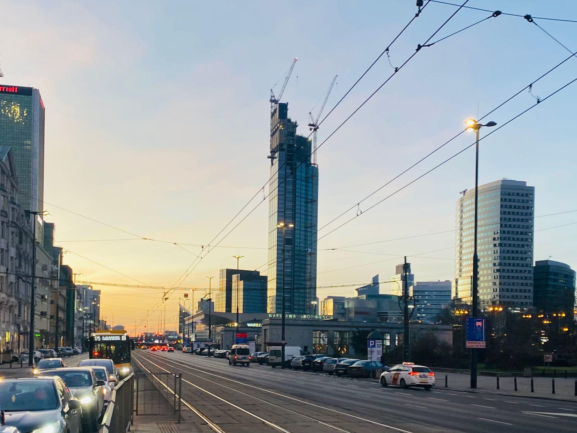 Trwa budowa 310 metrowej wieży Varso Tower [FILM]