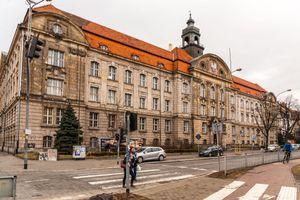 Wrocław: Są chętni na zakup zabytkowego gmachu przy Powstańców Śląskich. Orange oczekuje 40 mln zł