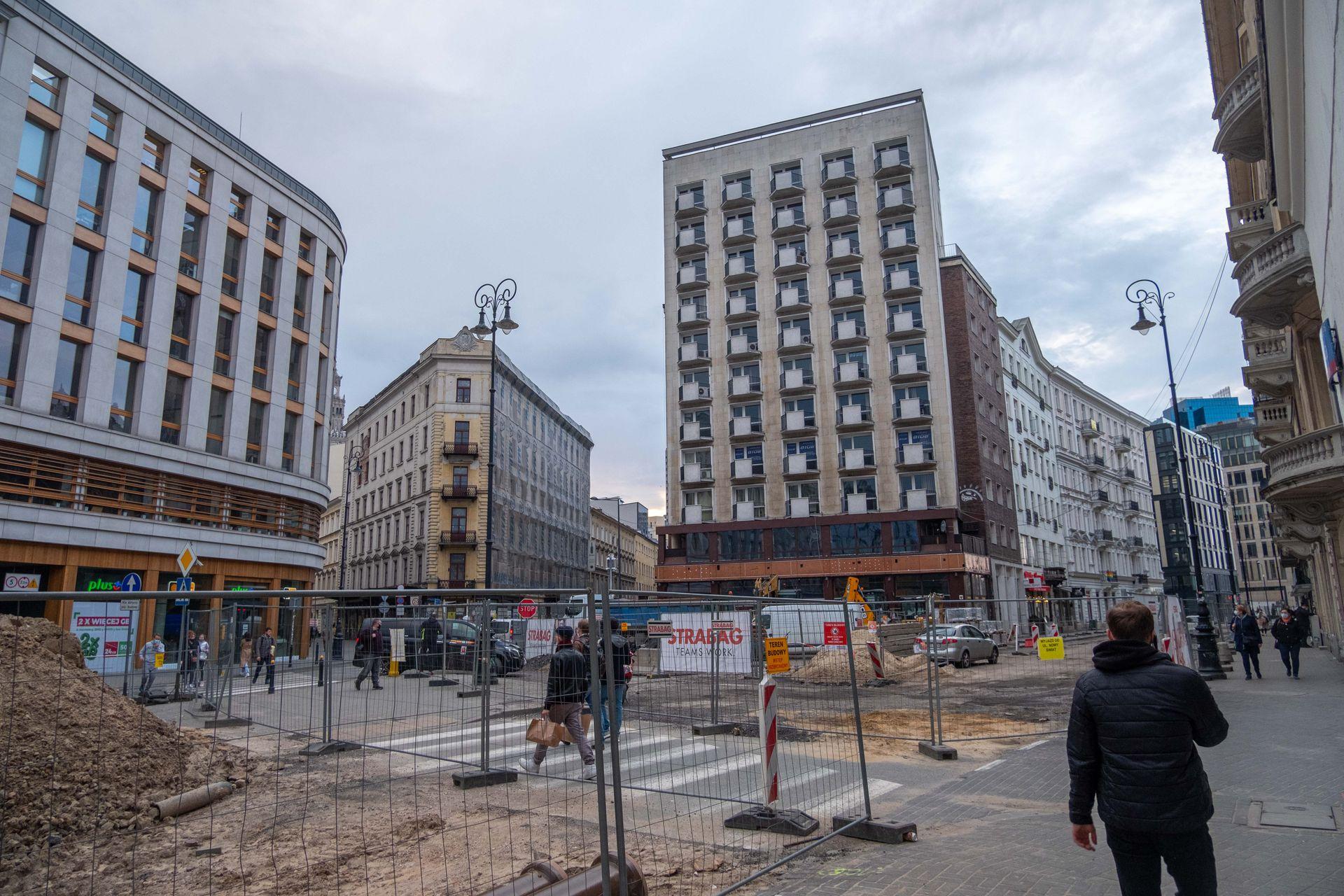 W centrum Warszawy trwa przebudowa Placu Pięciu Rogów [FILM + ZDJĘCIA]