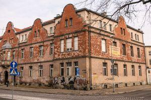 Wrocław: Okre Development wybuduje mieszkania i obiekty usługowe na terenie opuszczonego szpitala