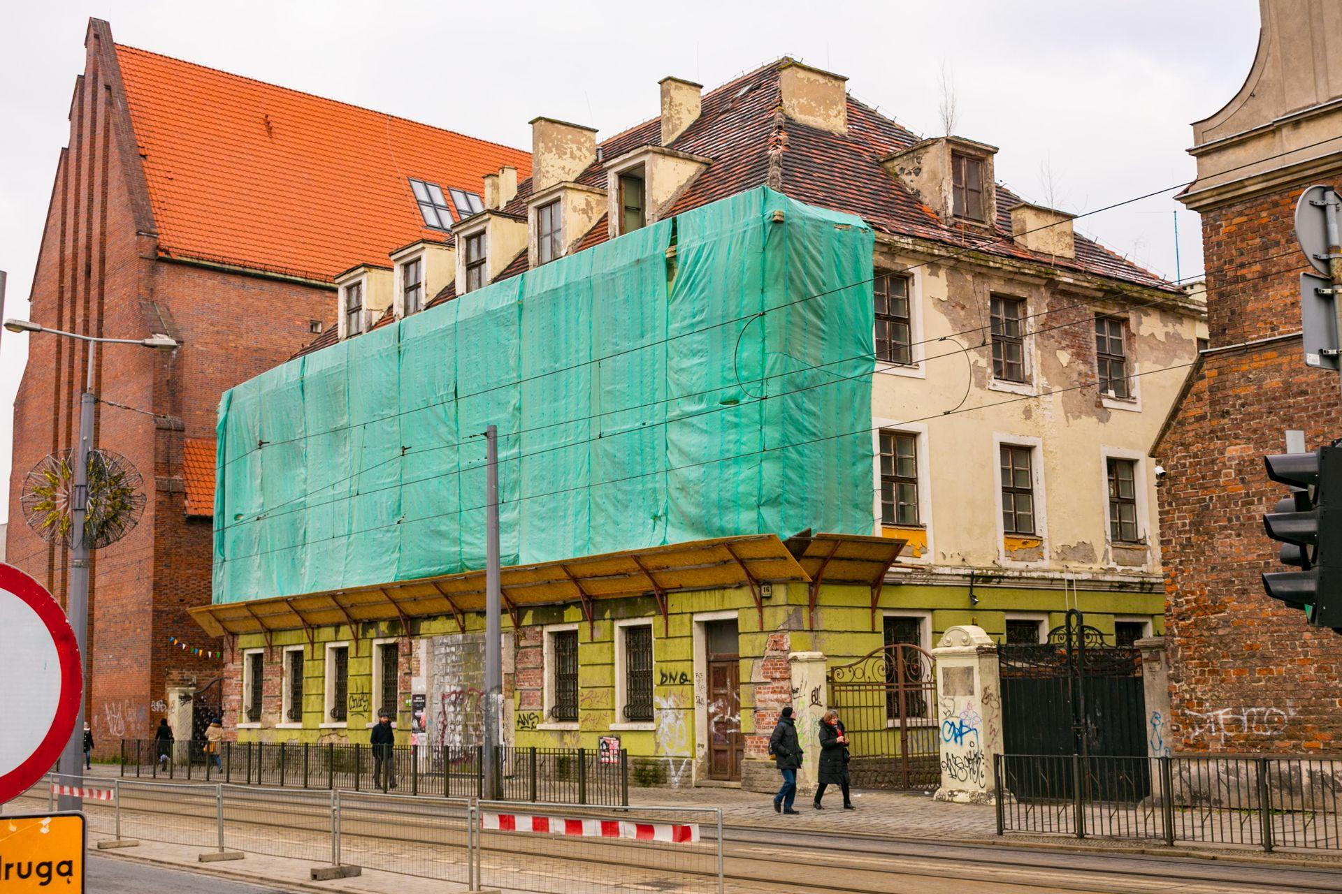 Wrocław: Opóźnienie w przebudowie dawnego budynku Banku Śląskiego. Zamieni się w biurowiec Centric