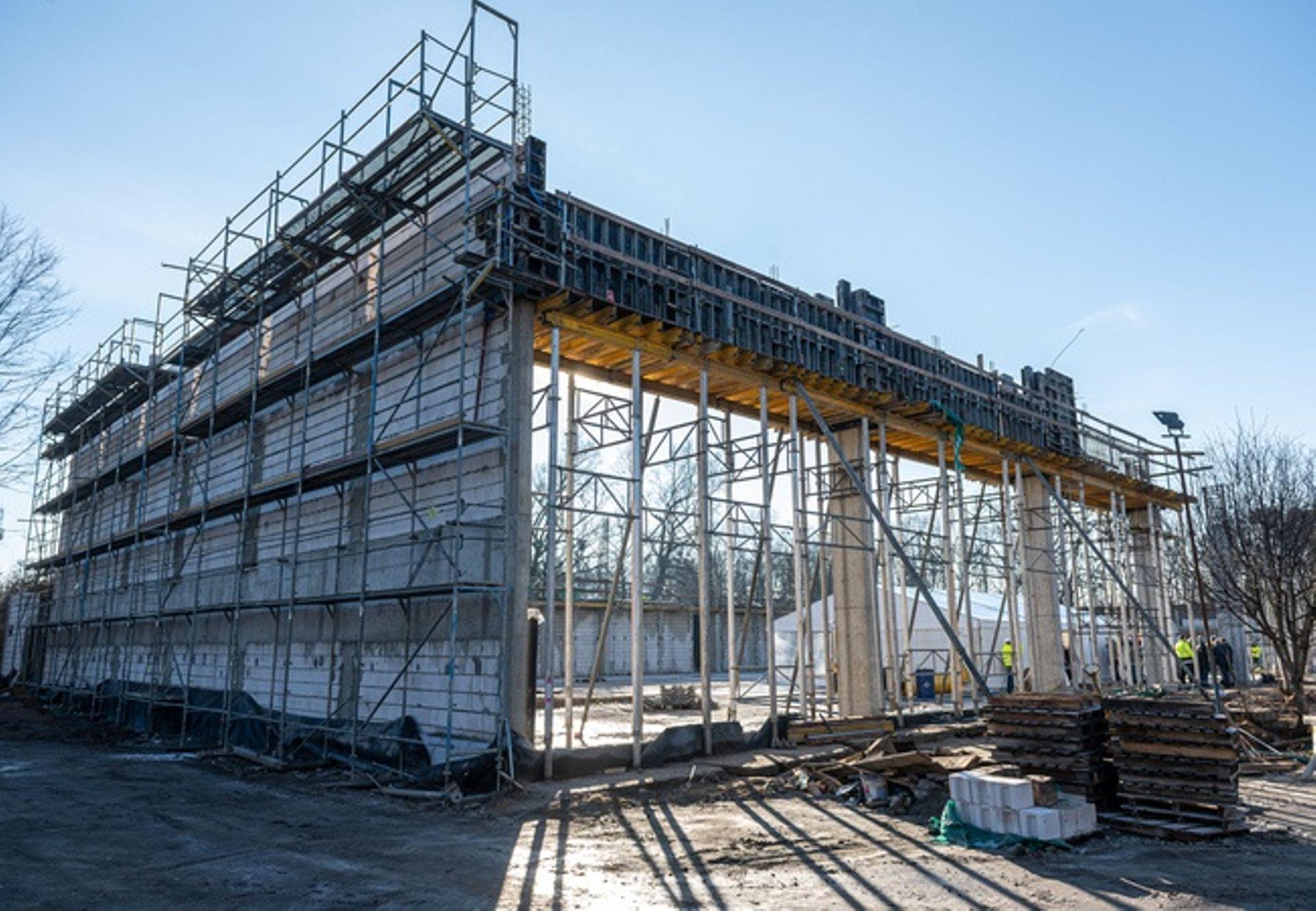 Wrocław: Wmurowano kamień węgielny na budowie nowej hali sportowej przy ulicy Racławickiej [FILM]