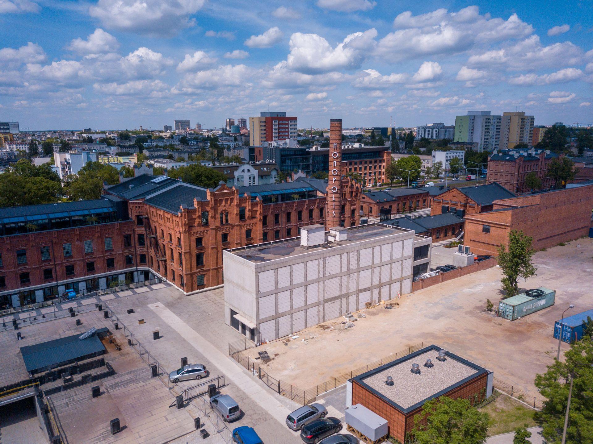 Łódź: W zabytkowym kompleksie pofabrycznym Monopolis wyrasta wieża